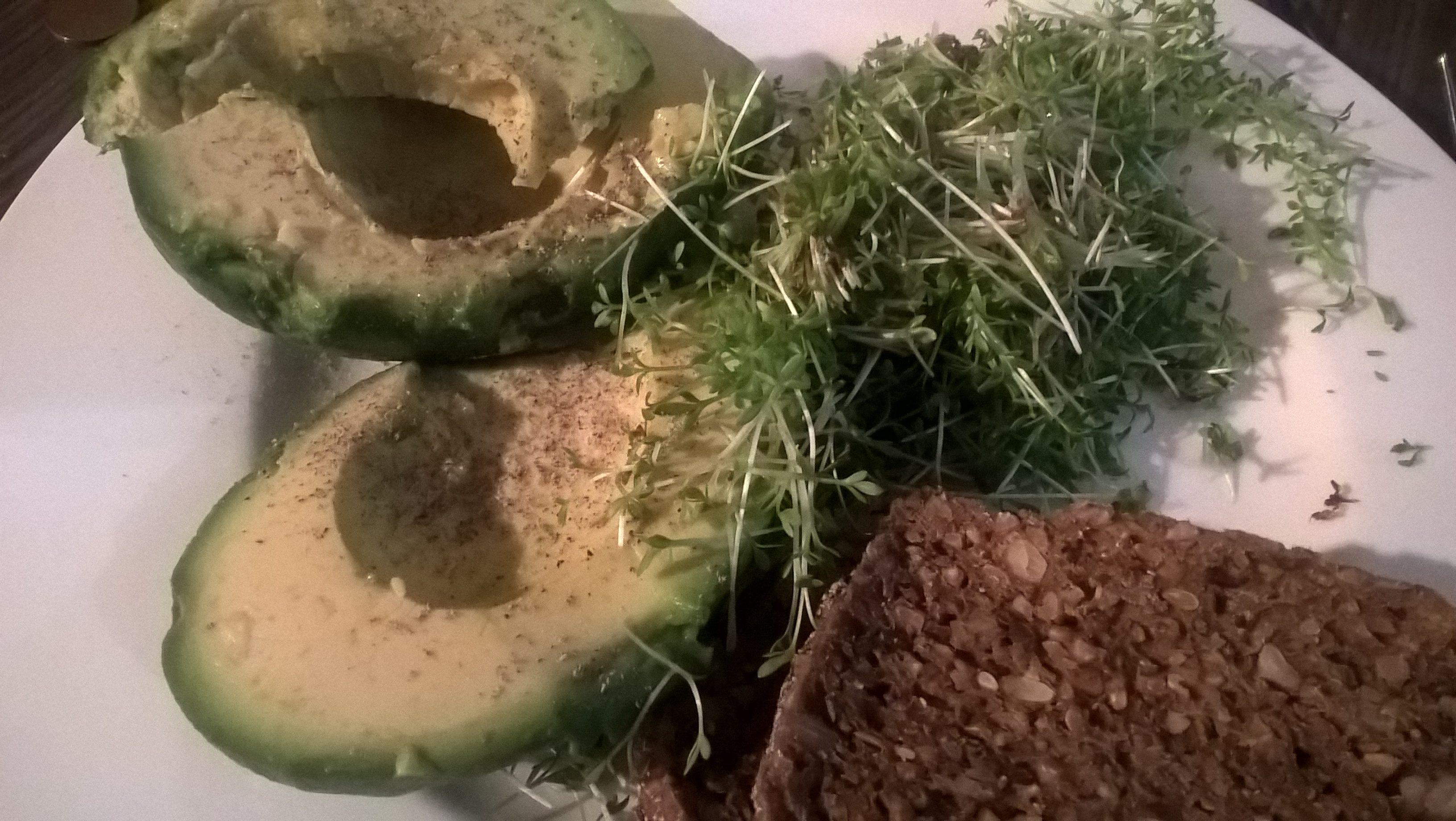 avocado-kresse-vollkornbrot