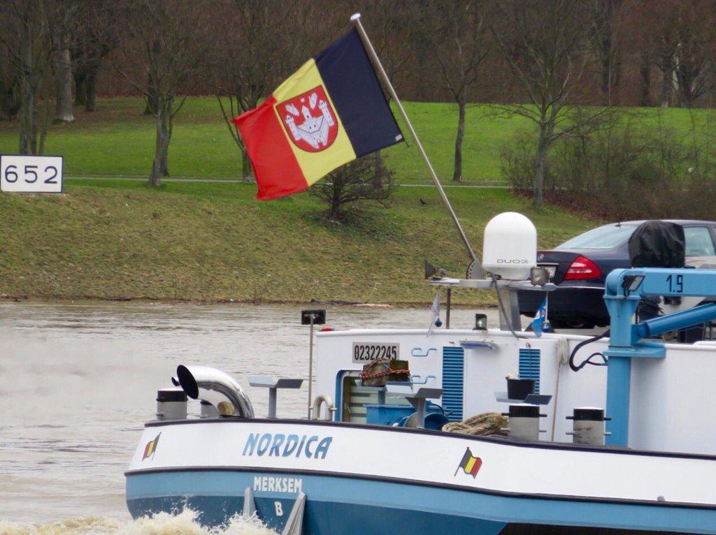 rheinkilometer-652-belgische-flagge