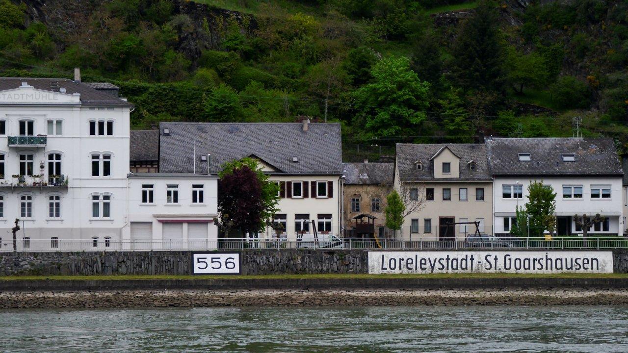Rheinkilometer-556-rechtsrheinisch-St-Goarshausen