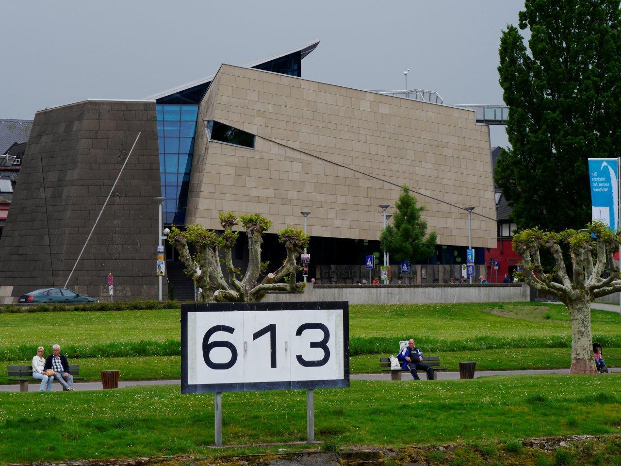 Rheinkilometer-613-Geysir-Erlebniszentrum