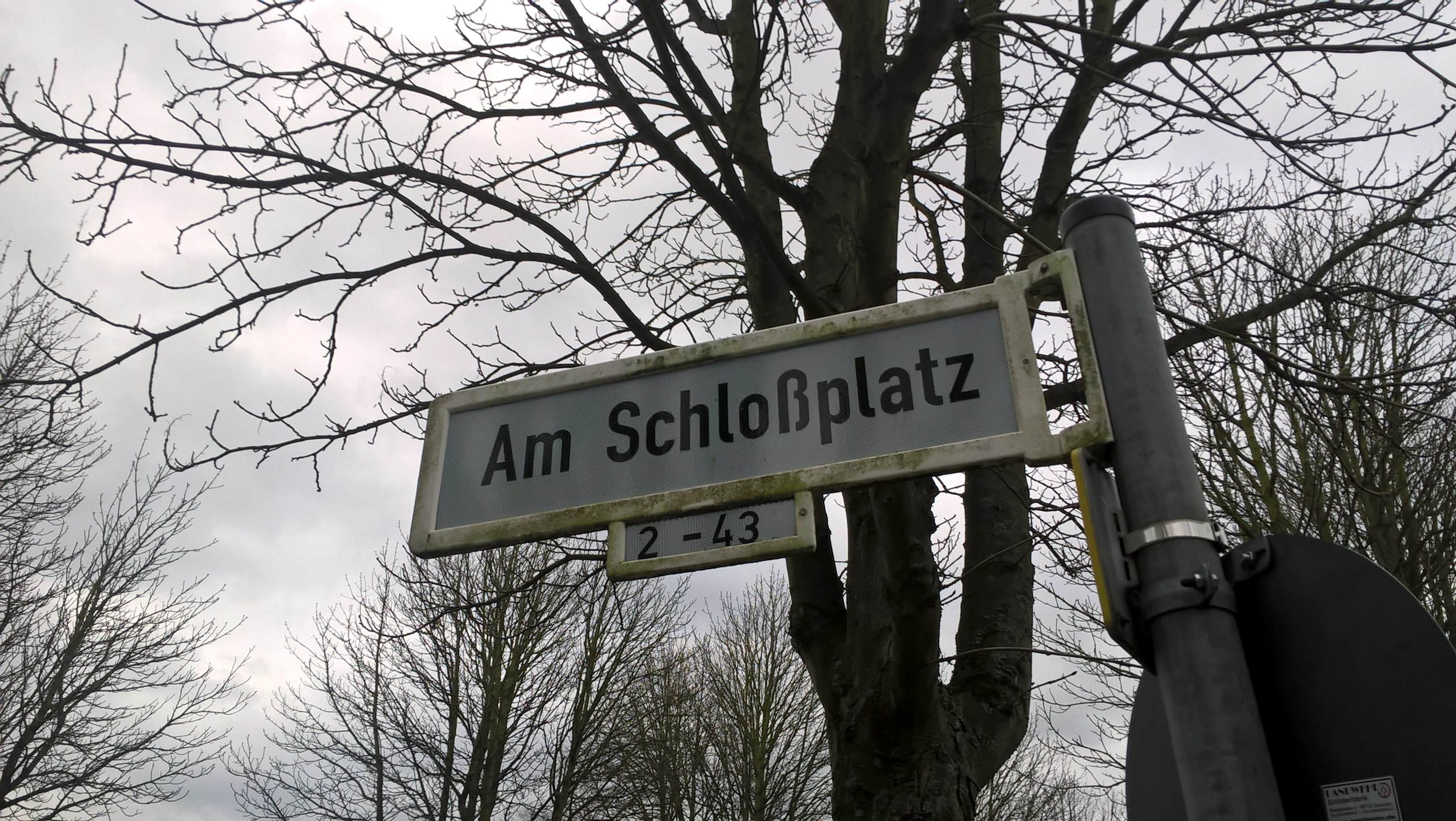 am-schlossplatz-bonn-roettgen